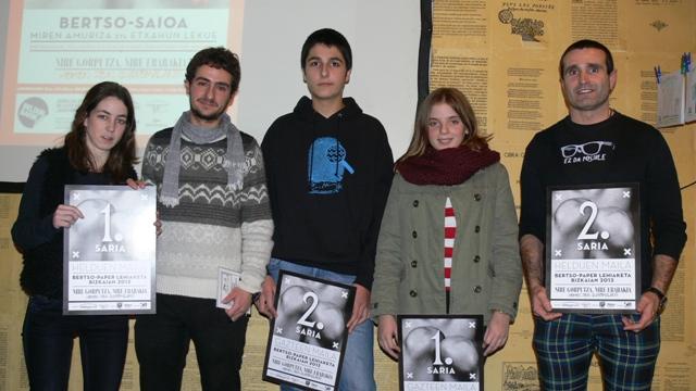 Izaskun Manero, Mara Gallastegui eta Oier Aizpurua Bertso lehiaketaren irabazleak