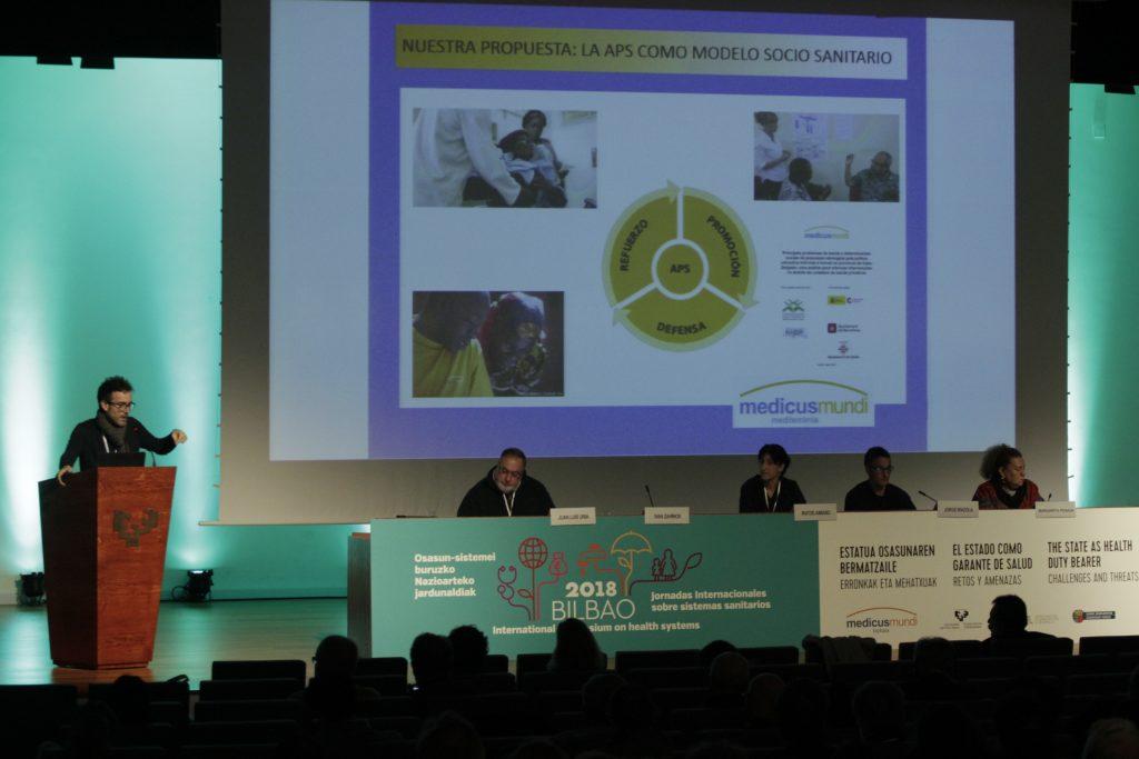 Mesa redonda en torno a las diversas realidades en torno a la salud y los sistemas de salud