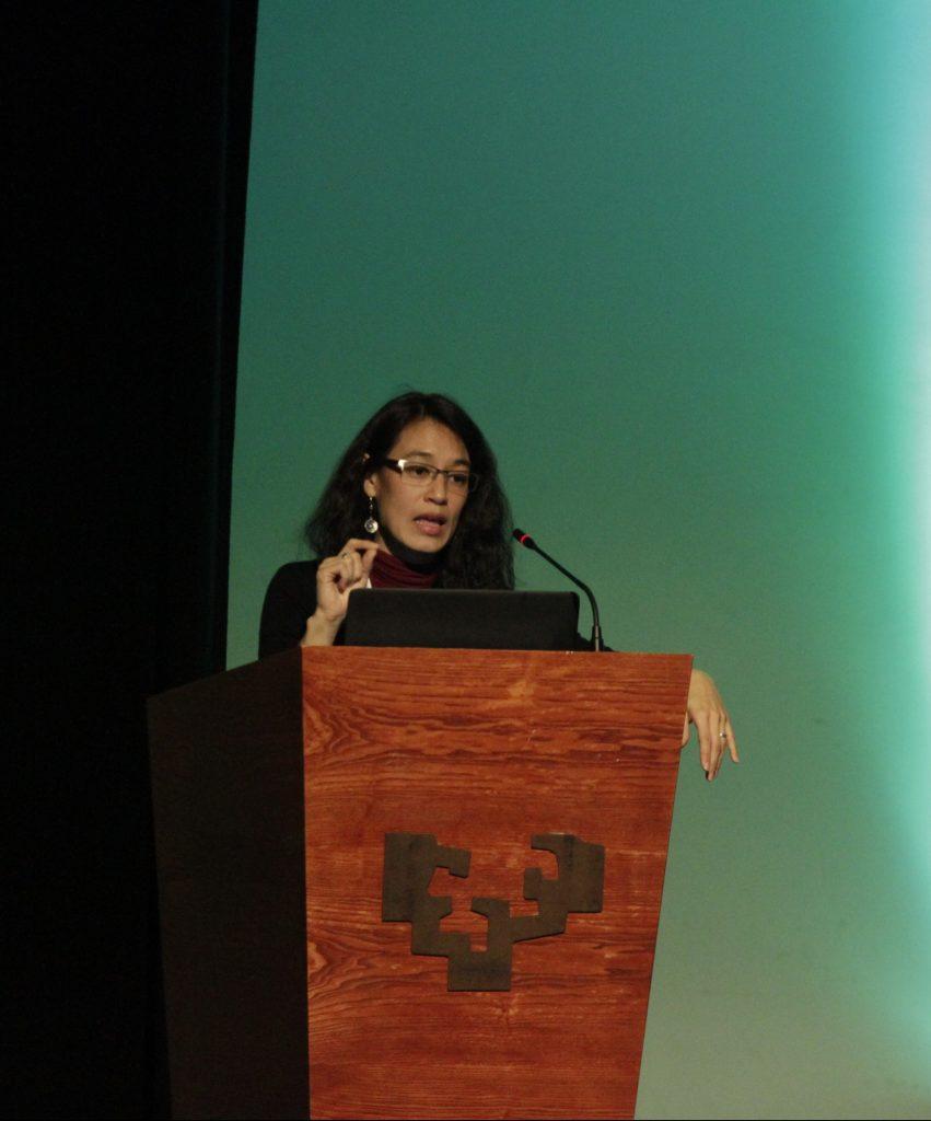 Lucrecia Hernádez Mack, ex ministra de salud de Guatemala durante su ponencia