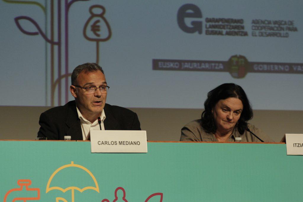 Carlos Mediano, presidente de medicusmundi internacional e Itziar irazabal, presidenta de medicusmundi bizkaia