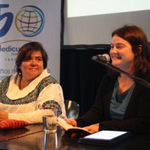 Rquel Calvo de la junta de medicusmundi bizkaia en la presentación de Maria Dolores Marroquín, de la asociación LaCuerda de Guatemala (Foto: Ecuador Etxea)