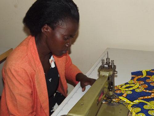 """""""Dukora Tujy´Imbere"""", un proyecto para el fortalecimiento de la posición social, económica y reconocimiento de los Derechos Humanos en Ruanda, en el cual participan 7 cooperativas de mujeres"""