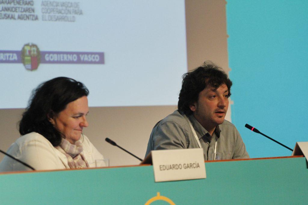 Itziar Irazabal y Ricardo Fernadez, durante la presentación del documental: La sanidad en Shock: Negociando con la salud