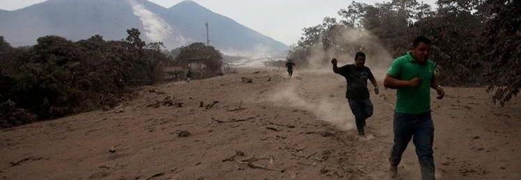 Larrialdi egoera Guatemalan Fuego sumendiaren erupzioaren ondorioz Image